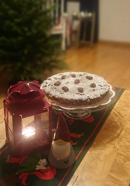 Sticky pecan cake